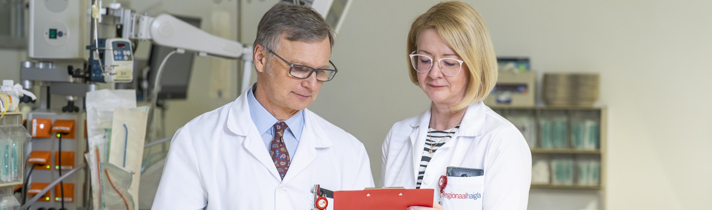 Haigla ülemarst prof Peep Talving ja onkoloogia- ja hematoloogiakliiniku juhataja dr Helis Pokker