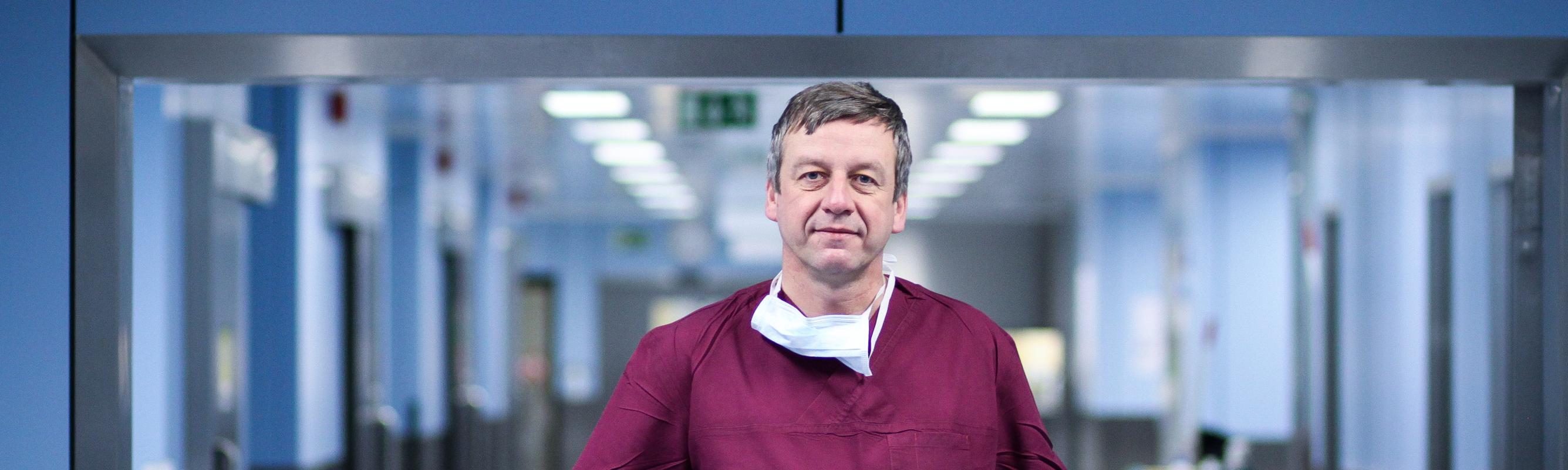 Pea- ja kaelakirurgia keskuse juhataja dr Enn Tuulik