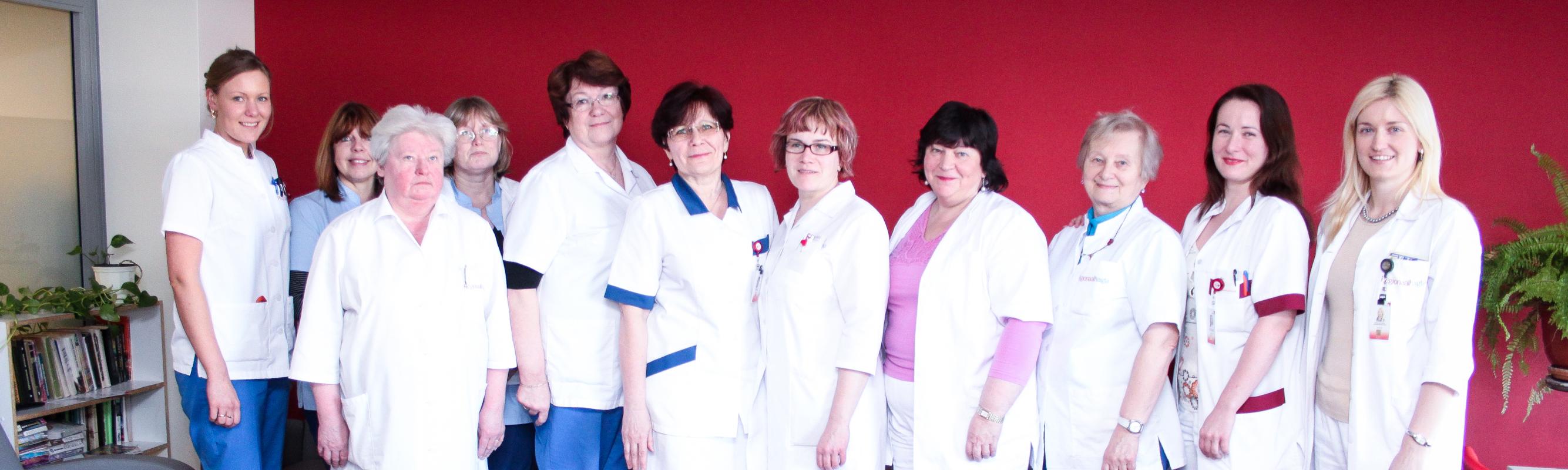 Naistehaiguste osakonna abivalmis kollektiiv.