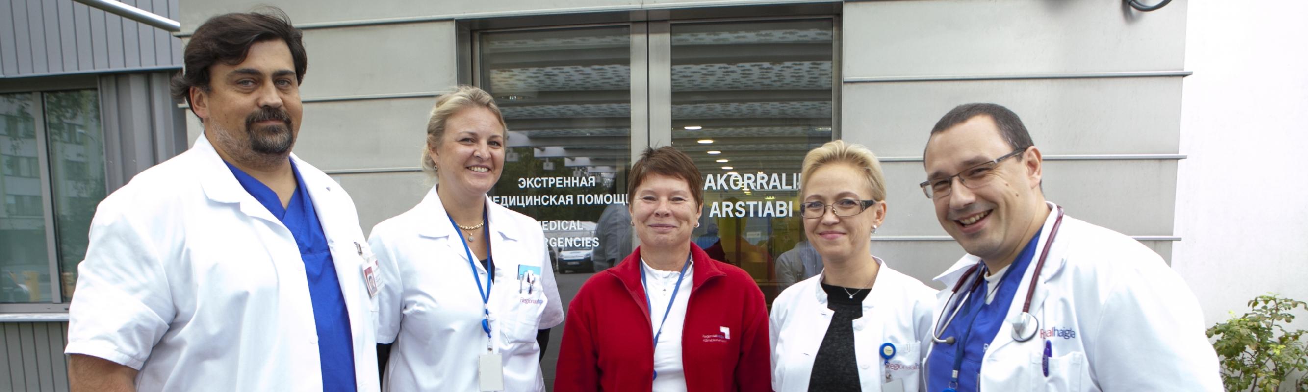 Erakorralise meditsiini keskuse juhataja dr Vassili Novak keskuse arstidega